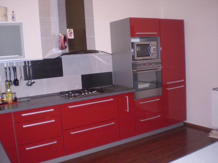 Kuchyňa trošku som sa červenej bala ale som spokojna....