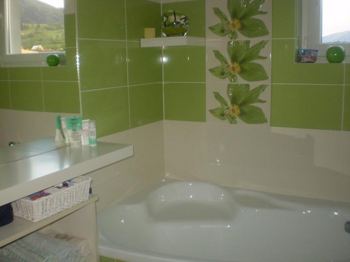 Kúpelňa - tu poličku na uteraky určite chcem vymenit...
