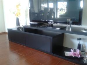 nový stolík pod televizor