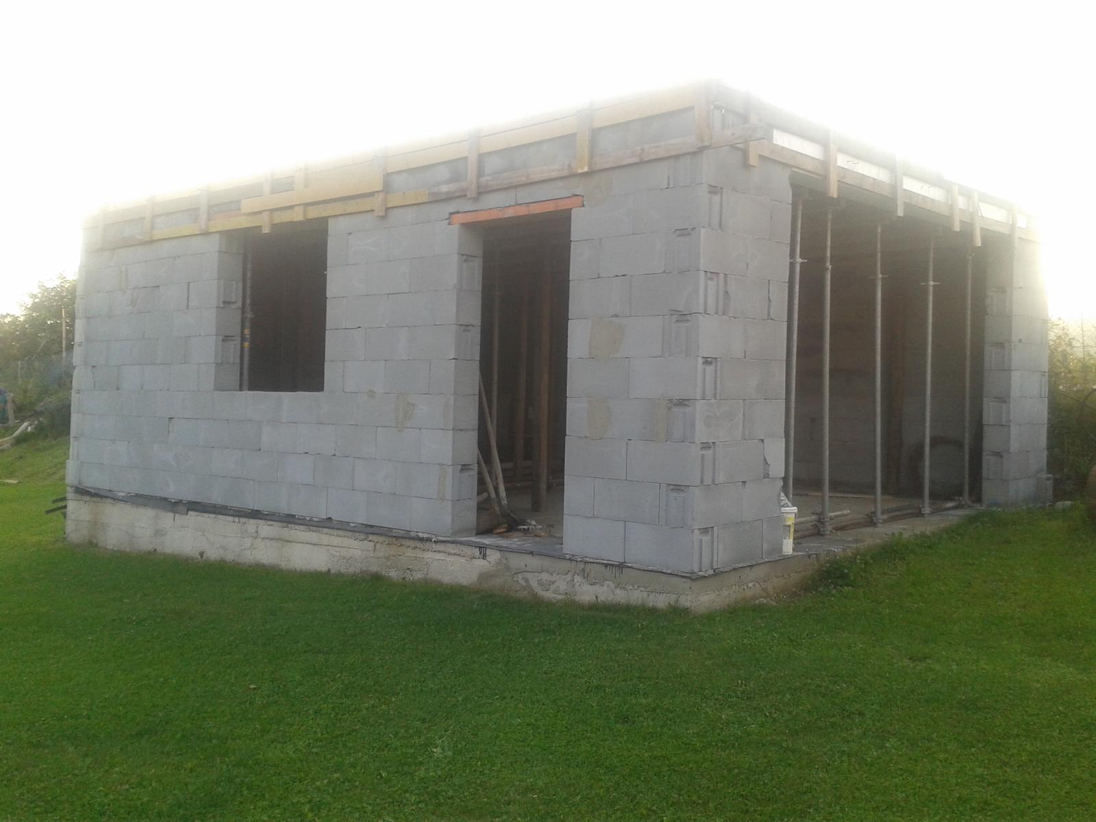 Domček na kopčeku - pohlad z terasy