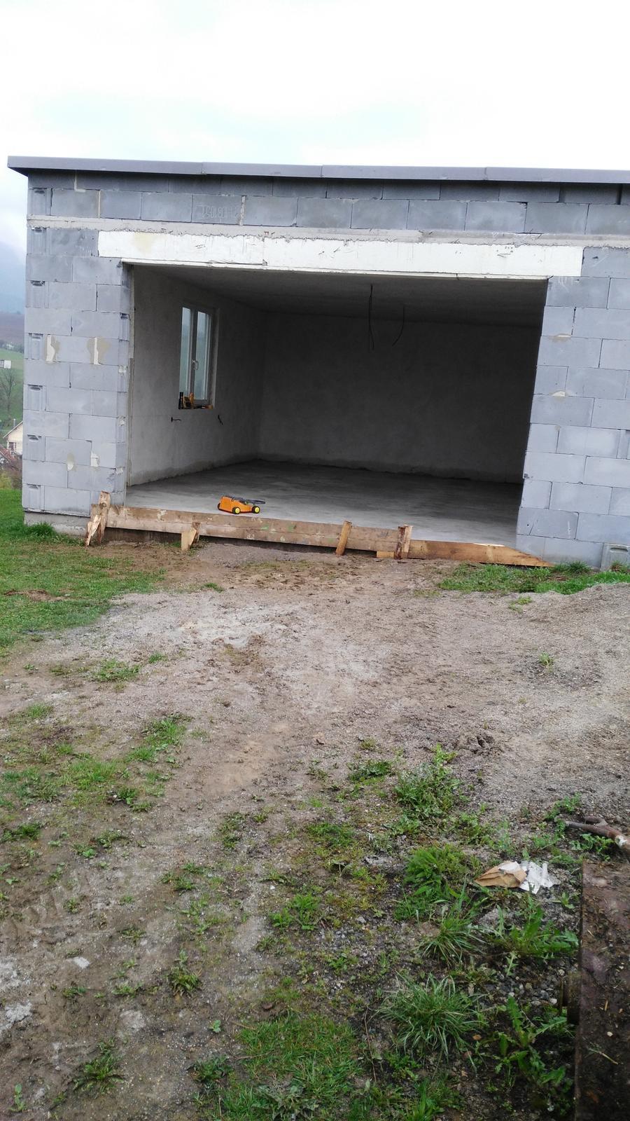 Domček na kopčeku - velmi velmi pomaličky bude aj garáž hotová