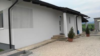 jednoducha biela fasada