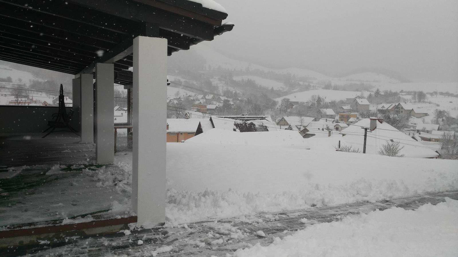 Domček na kopčeku - dufam že sniezik vydrzi do vianoc