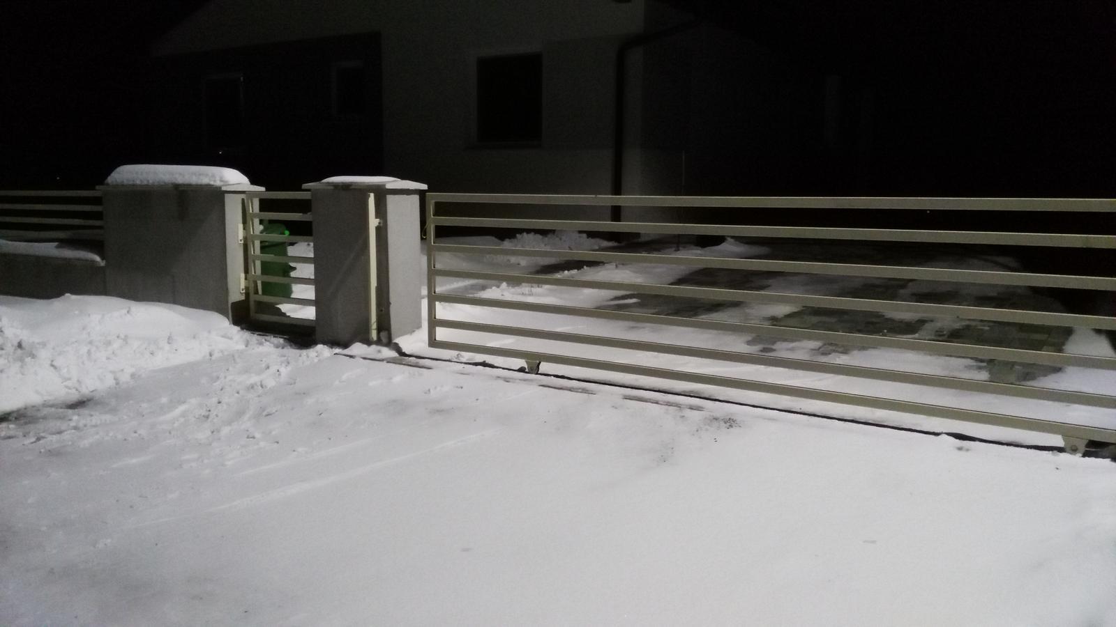 Domček na kopčeku - snezi a snezi
