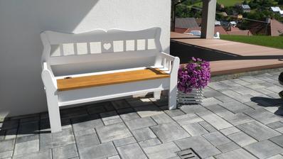 babičkovská lavička z úložným priestorom