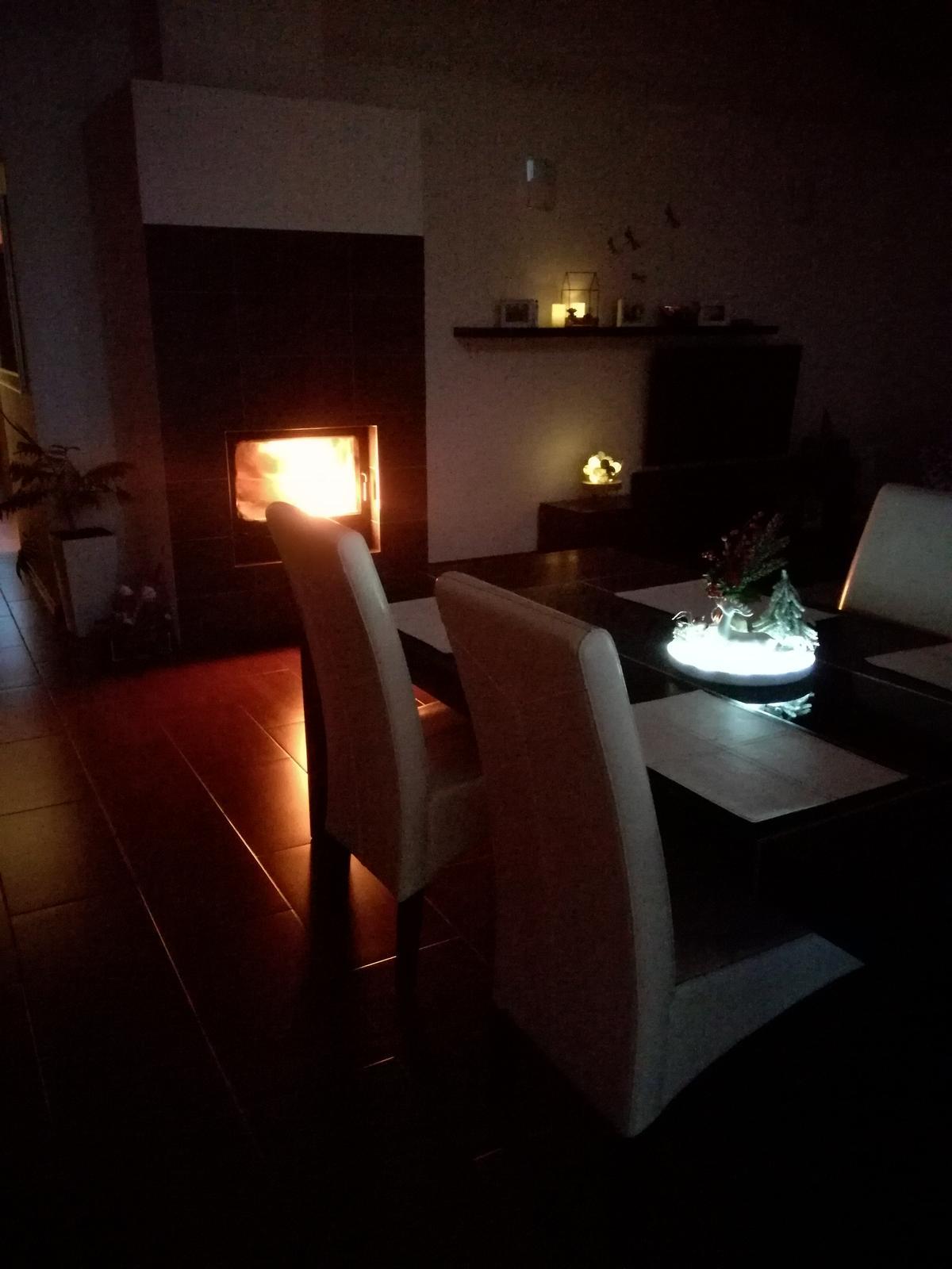 Domov sladký domov..... - pekný sobotný večer. U nás riadne fuka aspoň vo vnutri je príjemne