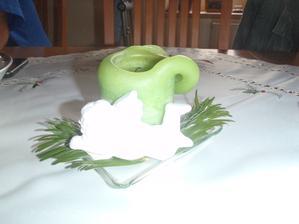 dekorace na stole, to bílé je andělíček (nešlo líp nafotit)