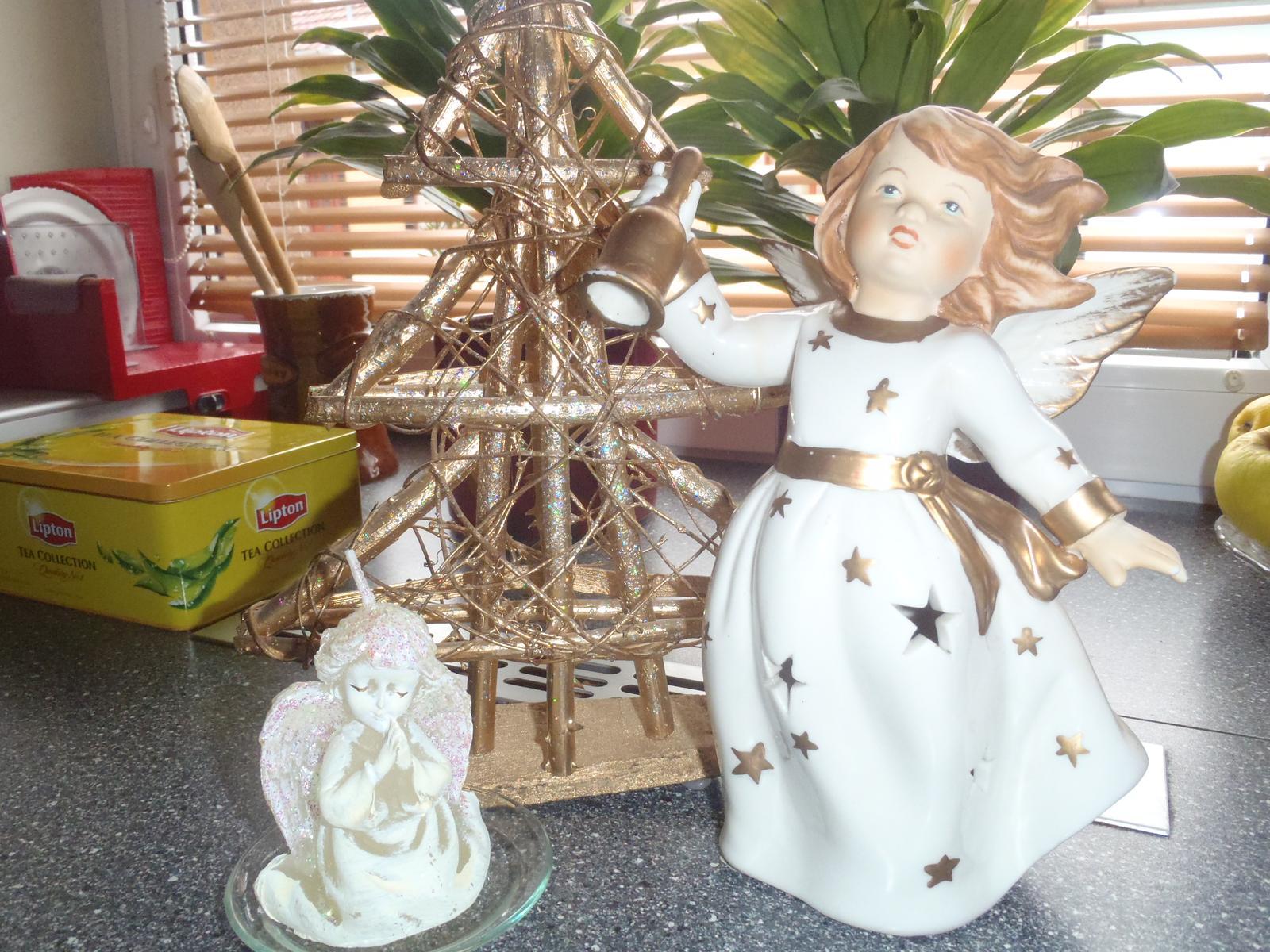 Vánoce 2012 - andělíčci a zase stromeček