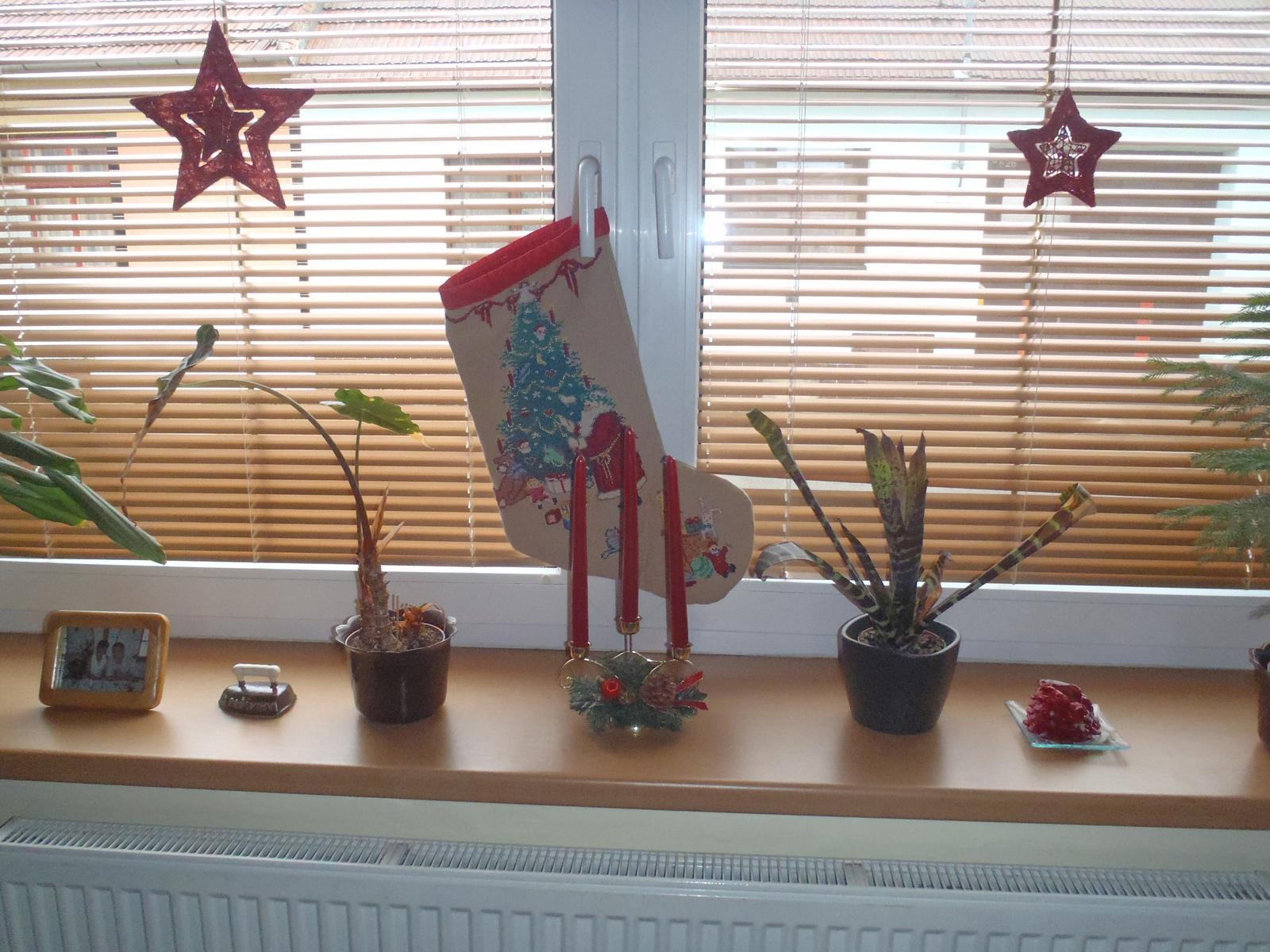 Vánoce 2012 - okno u nás doma