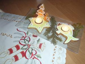 Vánoční svícínky z perníku, můj výtvor ... a oblíbený ubrus