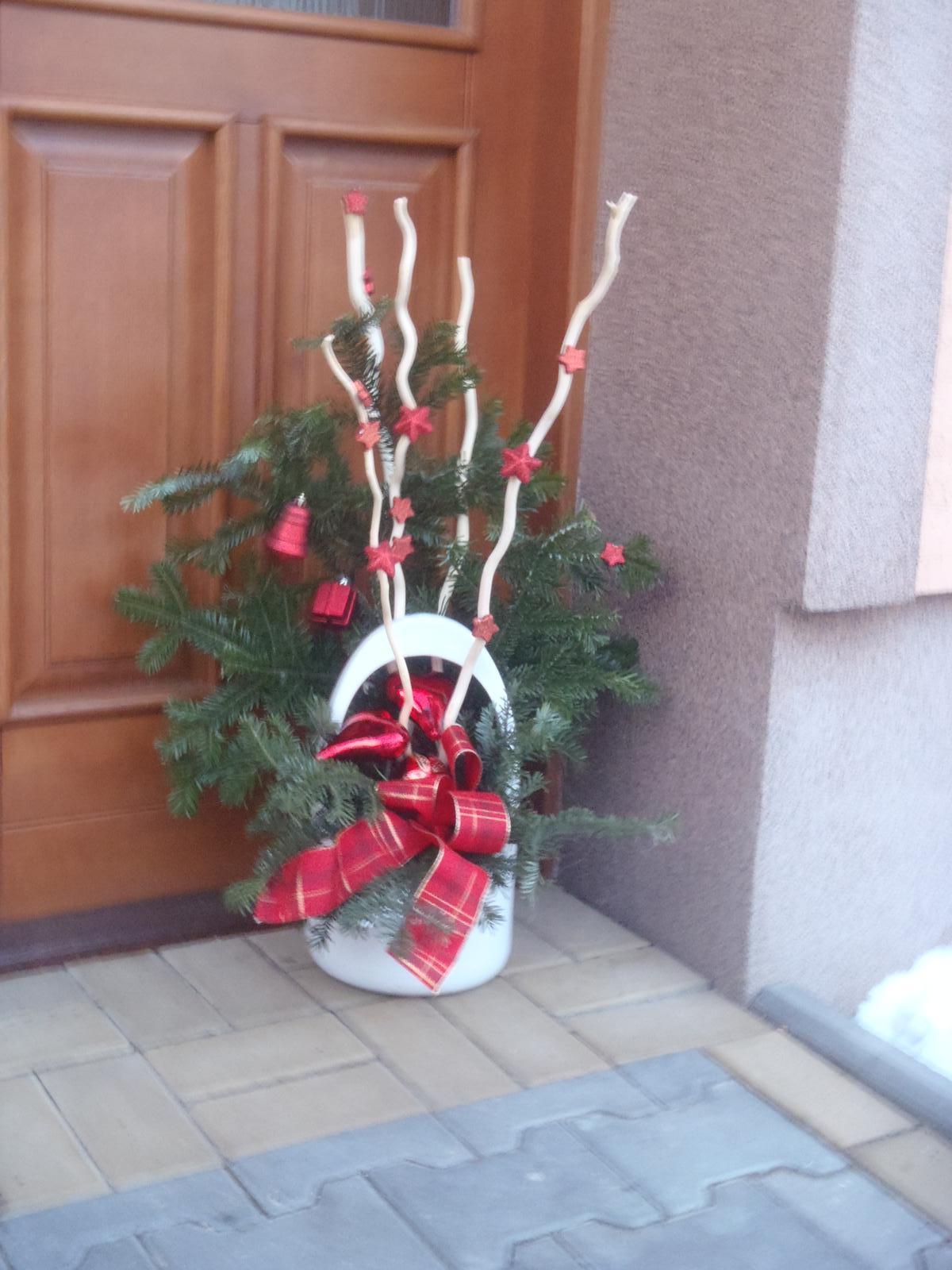 Vánoce 2012 - dekorace u vchod.dveří