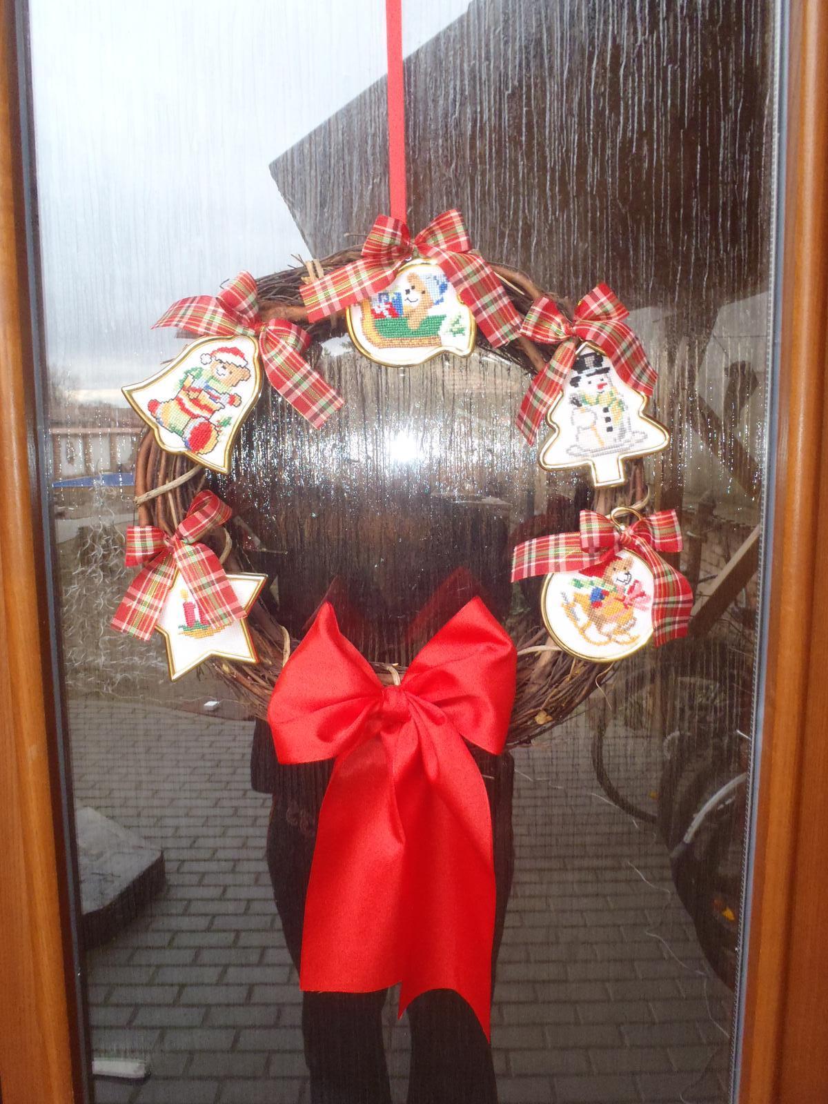 Vánoce 2012 - vánoční věneček na dveře na dvůr