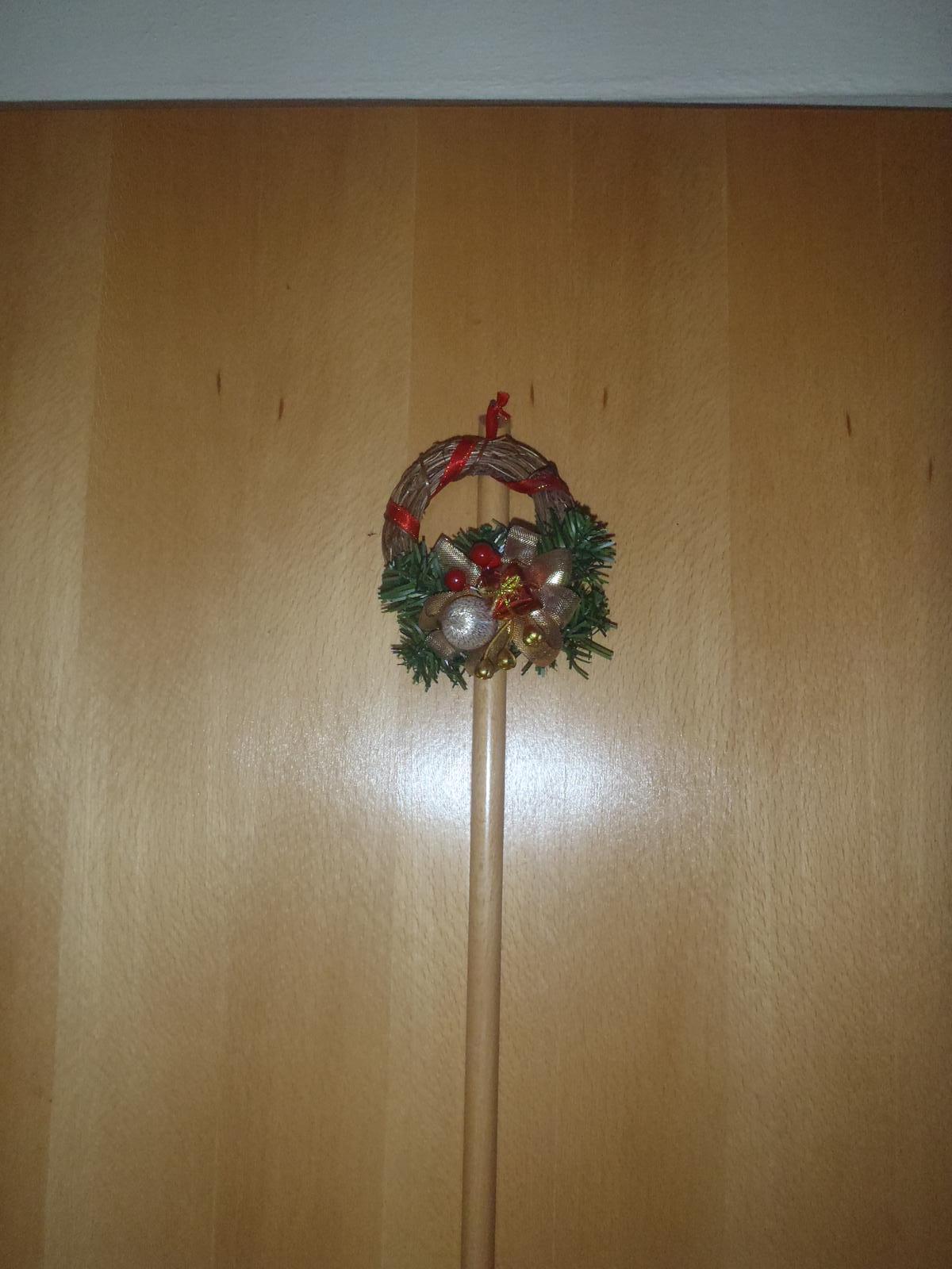 Vánoce 2012 - věneček na dveře u nás doma