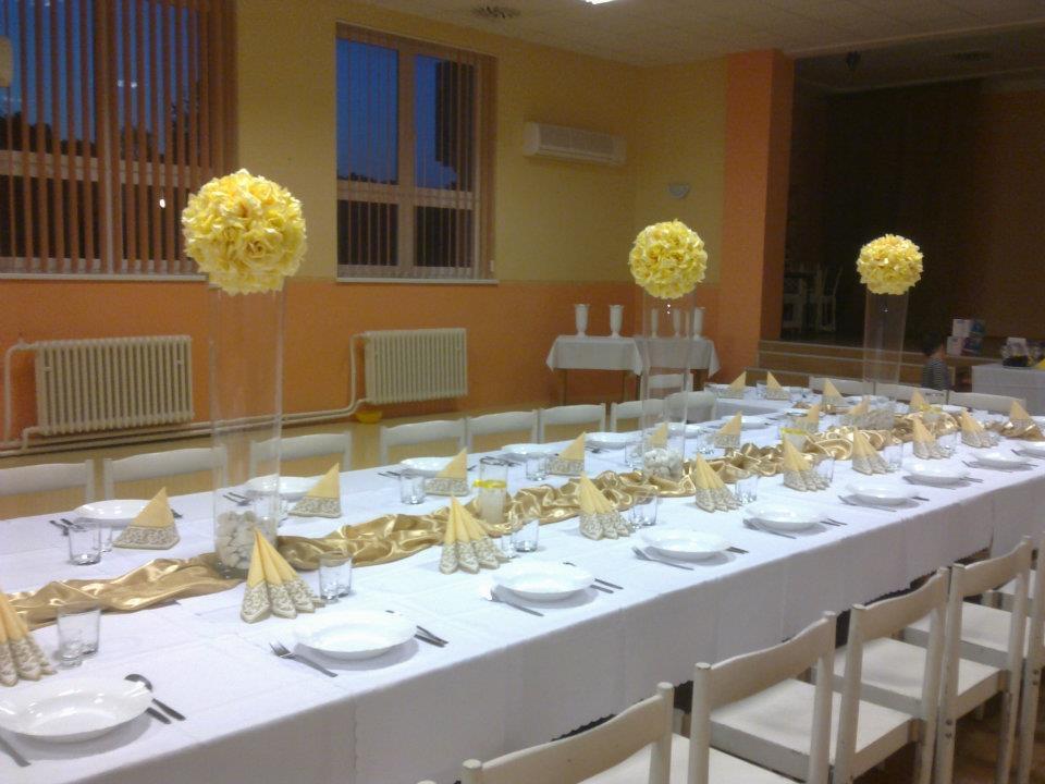 Výpredaj produktov z našich výzdob - Smotanovo-žlté gule 35cm a 25cm