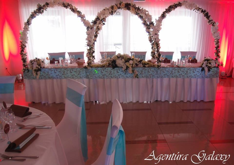 Výpredaj produktov z našich výzdob - Kvetinové oblúky na stol, 1set