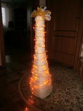 moj vianočny stromček pred dom