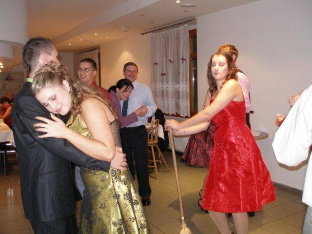 Zuzka{{_AND_}}Peťko - metlový tanec