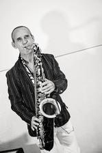 Peter Peško - Romantic Sax, bude nám hrať pri obrade a vypĺnať čas, keď si kapela spraví prestávku
