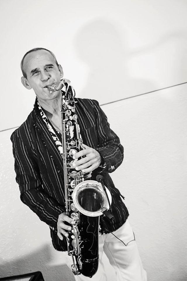 Čo už máme - Peter Peško - Romantic Sax, bude nám hrať pri obrade a vypĺnať čas, keď si kapela spraví prestávku