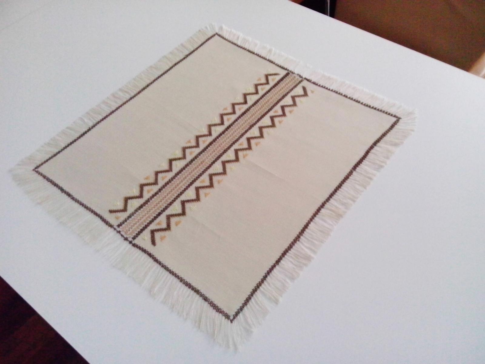 Vyšívaný obrus so strapcami - ručná práca - Obrázok č. 1