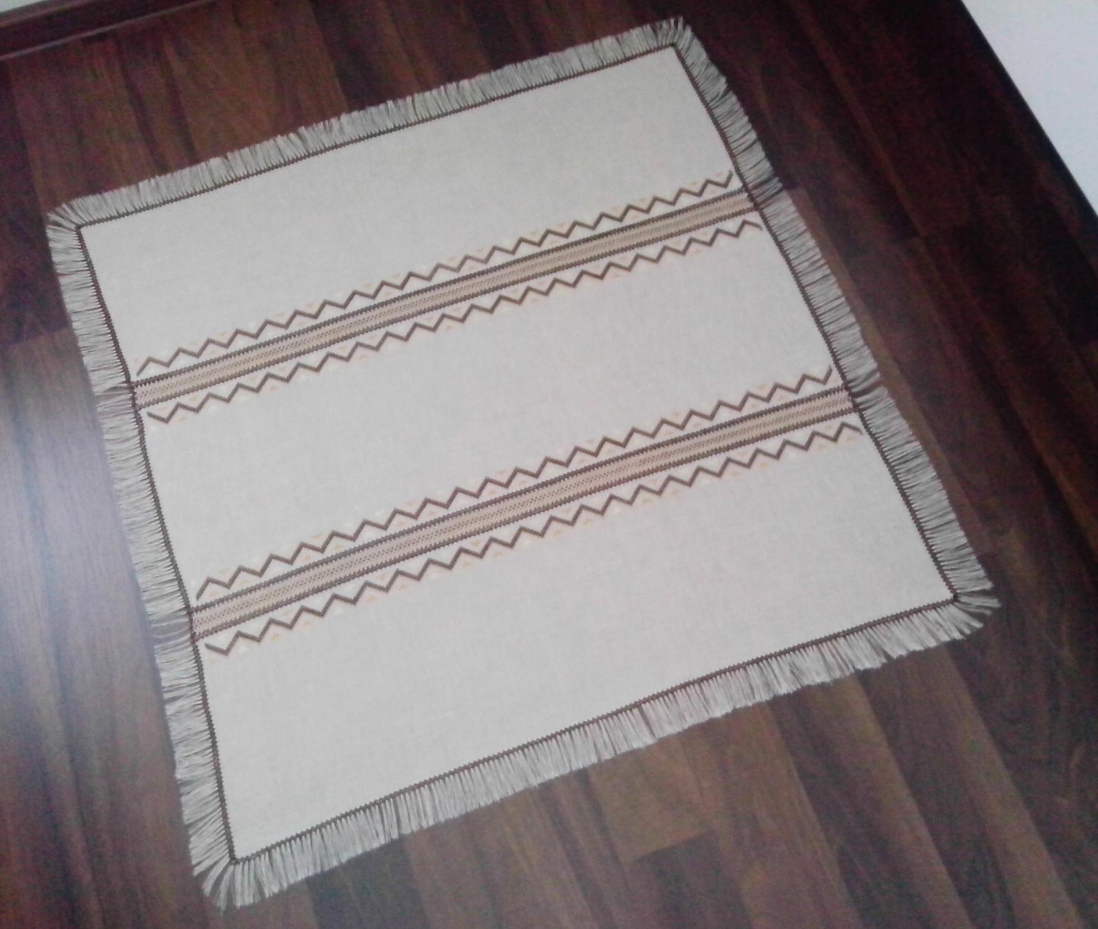 Vyšívaný obrus so strapcami - ručná práca - Obrázok č. 3
