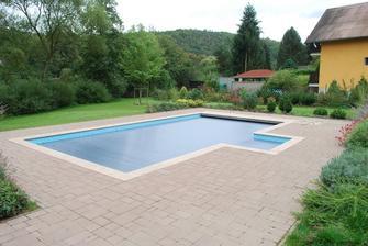 Skryté lamelové zakrytí bazénu byl můj sen...