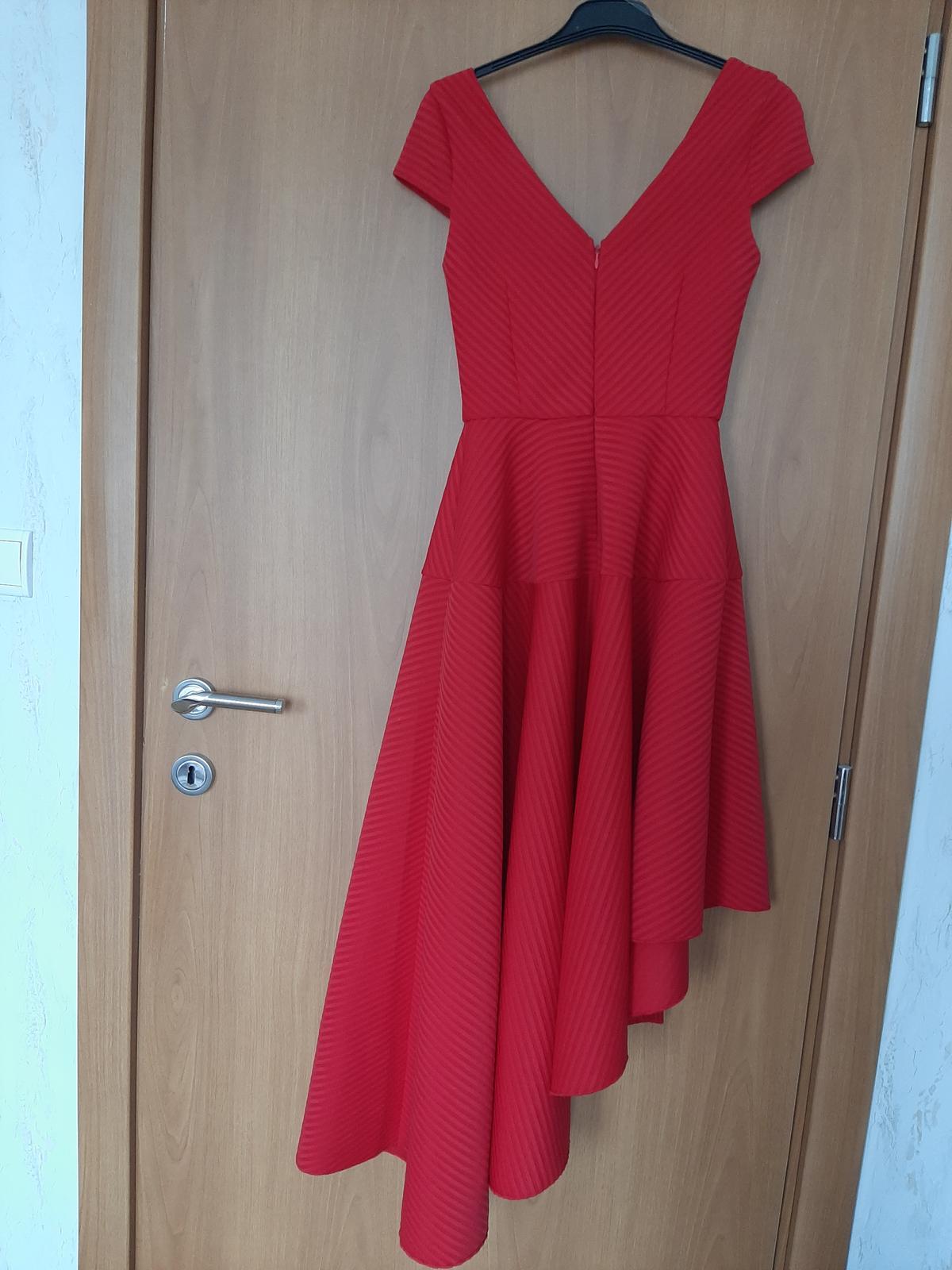 Červené šaty na redový tanec - Obrázok č. 2