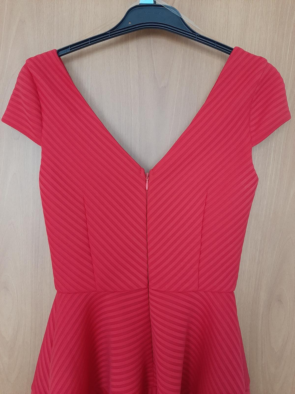 Červené šaty na redový tanec - Obrázok č. 3