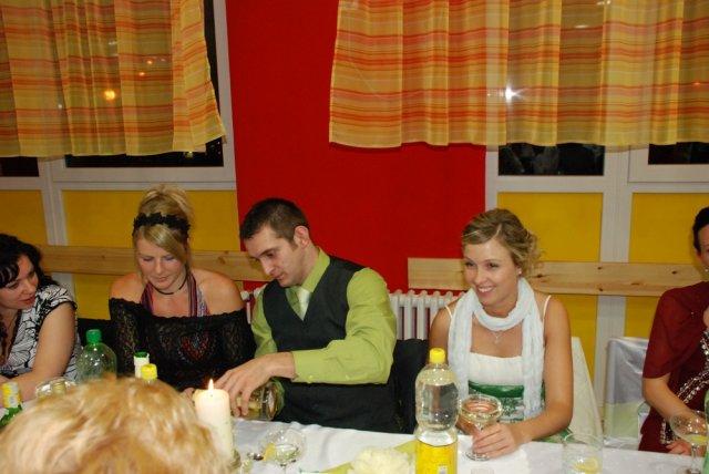 Miriama Spisakova{{_AND_}}Peter Mulik - robko ulieva paulinke....a vedla neho z druhej strany jeho laska stevka.... :-) uz rozmyslam ake satky si obleciem na vasu svadbu...