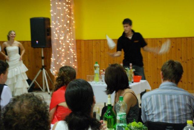 Miriama Spisakova{{_AND_}}Peter Mulik - male prekvapenie pre hosti.. barmanska sou... Viktor dakujem....
