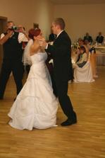 1. manželský tanček (aj sme troška trénovali : )