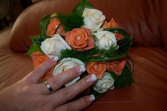 kytka,prsten a nehty:)-ty jsem si zdobila sama