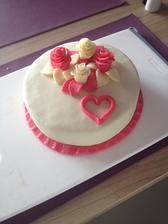Takový budeme mít dortík.Jen místo tmavě růžové bude červená a v srdíčku budou prstýnky.Je jednoduchý,ale pro nás krásný a stačí nám :-)