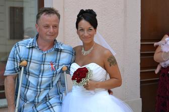 Můj starší bráška.Měl mi jít za svědka,ale týden před svatbou si zlomil nohu... :-/