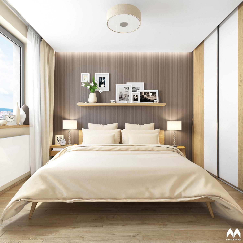 Interiér bytu s dřevěným masivním nábytkem - pohled na postel a otapetovanou stěnu