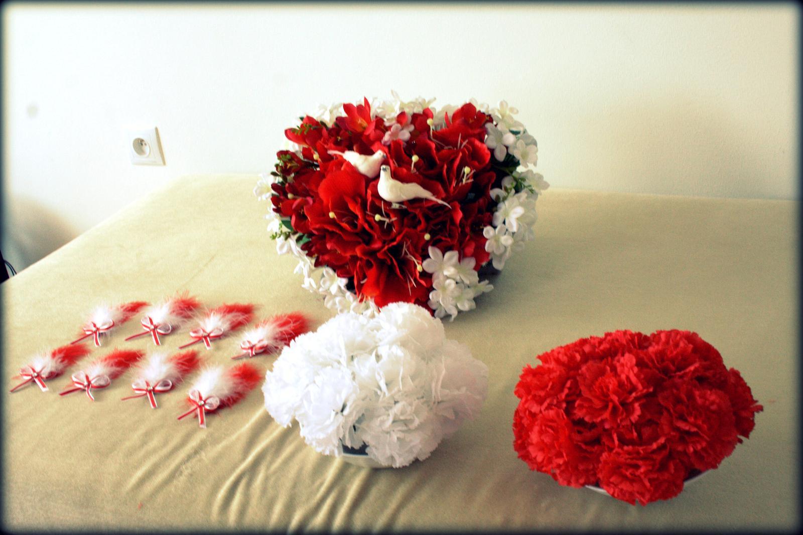 Ako sme si vytvorili našu svadbičku :) - výzdobu som si tiež vymyslela i vyrobila sama...