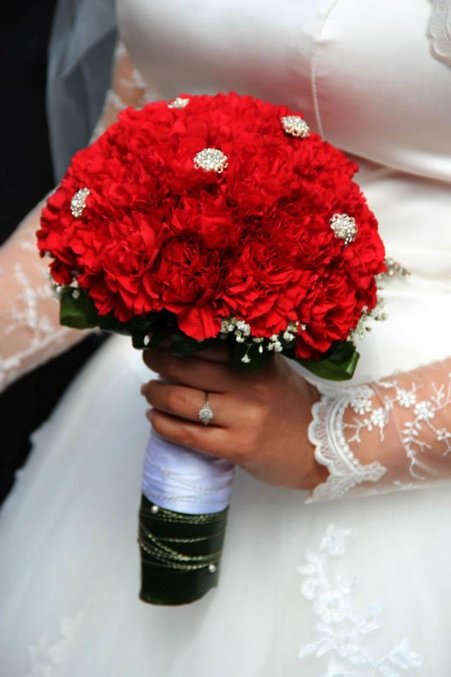 Ako sme si vytvorili našu svadbičku :) - kytička s vyrobenými zápichmi :)