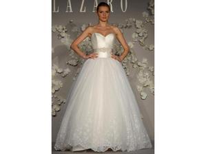 moje šaty boli ušité podľa tohto návrhu...LAZARO 3007
