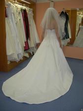 salon Tosca (šaty AD58) krásná vlečka