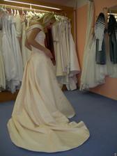 salon Tosca (šaty AD59) chvilku v klidu nepostojím :-)