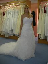 salon Tosca (šaty Leza) zepředu
