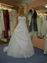 salon Tosca (šaty Levante) zepředu