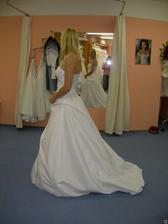 salon Tosca (šaty Levante) s vlečkou