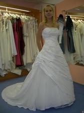 salon Tosca (šaty Rahman) zepředu celé šaty