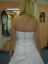 salon Tosca (šaty Nepal) detail zapínání - knoflíčky jdou zapnout :-)