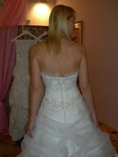 salon Evanie (šaty Sophie) detail zapínání