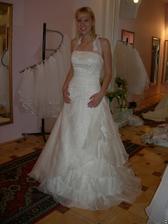 salon Evanie (šaty Sardegna) zepředu