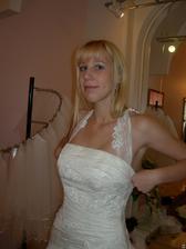 salon Evanie (šaty Sardegna) byly mi velké přes prsa