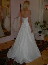 salon Evanie (šaty Quetsche) zezadu