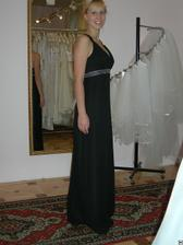 salon Evanie (šaty antika) zepředu v zrcadle